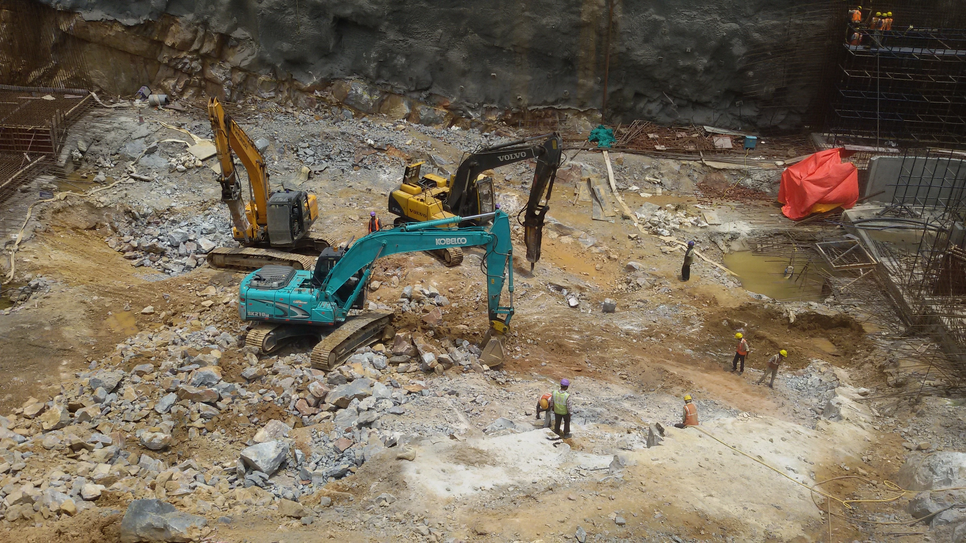Deep excavation using Retrievable Anchor