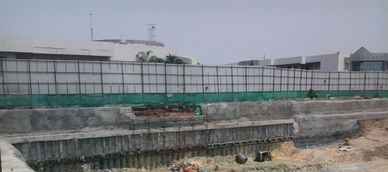 First level of anchored pile wall